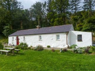 GLENWOOD COTTAGE, family friendly, character holiday cottage, with a garden in Laragh, County Wicklow, Ref 4420 - Laragh vacation rentals