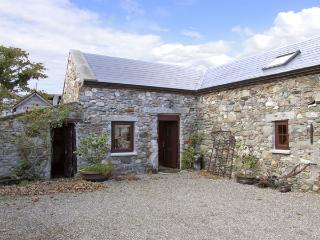 THE STABLE, pet friendly, character holiday cottage in Carrick, County Wexford, Ref 4429 - Donegal vacation rentals