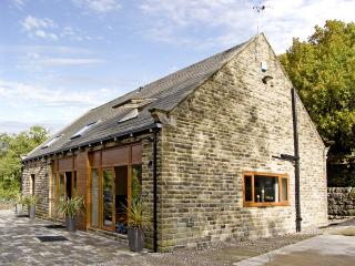 HOVE WOOD VIEW, pet friendly, country holiday cottage, with a garden in Cragg Vale , Ref 4370 - West Yorkshire vacation rentals