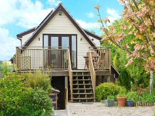 LERRYN APARTMENT, pet friendly, country holiday cottage, with a garden in Pimperne, Ref 4381 - Dorset vacation rentals