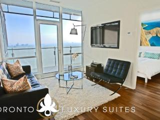 Smooth - Luxury Exec Condo All In Financial Dist - Ontario vacation rentals