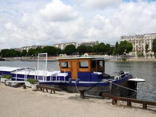 Stay on an houseboat in PARIS-Javel Bas - apt #466 - Paris vacation rentals
