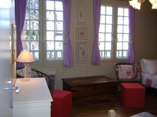 Studio apartment in Dinan centre (A002) - Brittany vacation rentals