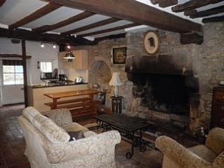 Charming 2 bedroom cottage - B002 - Dinan vacation rentals