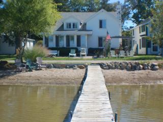 Quaint Cottage on Wamplers Lake (Eastern Shore) - Southeast Michigan vacation rentals