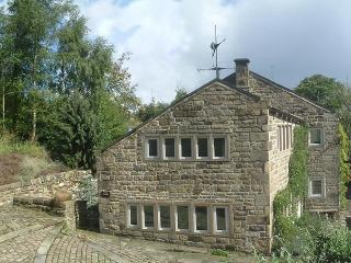 Tyas Cottage – 5 star, 4 poster, pet friendly in idyllic setting - Huddersfield vacation rentals