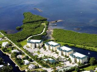 Grand Preserve Top Floor Condo / Lemon Bay MAY - Englewood vacation rentals