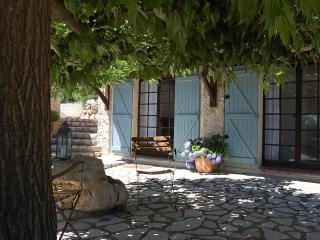 STUNNING 1- BEDROOM  IN PROVENCAL FARMHOUSE - Mons vacation rentals