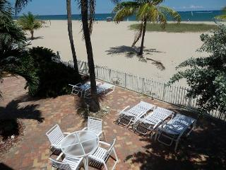 Blue Ocean Villa II Heated Pool 5/4 Sleeps 18 552-2 - Pompano Beach vacation rentals