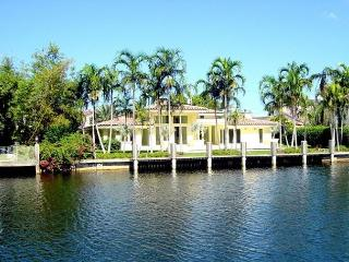 Florida Dream Waterfront Pool 4 Bedroom 4 Bath 313 - Hallandale vacation rentals