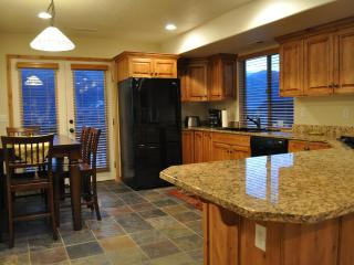 Nicest in Moosehollow. Sleeps 11. Mins to slopes. - Eden vacation rentals