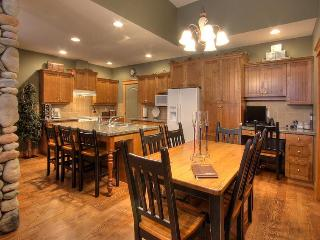 TREETOPS SKI in and out 3 BR lux TH - British Columbia Mountains vacation rentals