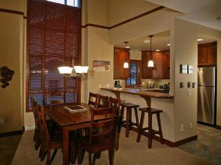 Woodhaven 4 Bedroom with private Hot tub - British Columbia Mountains vacation rentals
