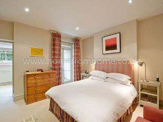Ideally located and beautifully-presented 2 bedroom apartment- Chelsea - London vacation rentals