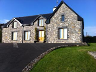 Tranquil escape beautiful scenery lakeshore mayo - County Mayo vacation rentals