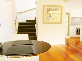 RESORT LIVING IN MELBOURNE'S MOST PRIME LOCATION. - Melbourne vacation rentals