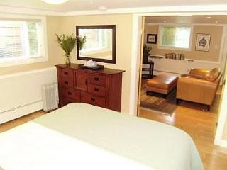 Victoria Rockland Area 1 Bedroom Suite Close Walk to City Centre and Harbour - Vancouver Island vacation rentals