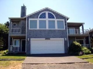 Sea Mist Front - Sea Mist - Large open kitchen and a ocean view 4 bedroom 4 bath Sleeps 10 - 35604 - Cannon Beach - rentals