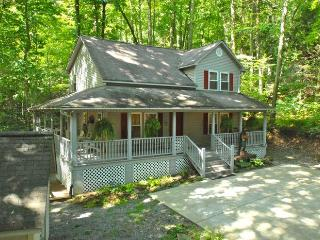Creek 'n Woods II  CREEK - HOT TUB - GREAT REVIEWS - Maggie Valley vacation rentals