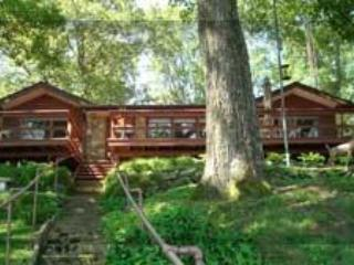 BayView Cottage - Waterfront- 2M to Indiana Beach - Monticello vacation rentals