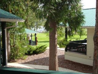 Scotch Creek Cottages #1 - Shuswap Lake vacations - Scotch Creek vacation rentals