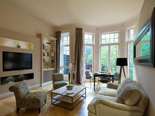 South Kensington Chic Two Bedroom Apartment - London vacation rentals