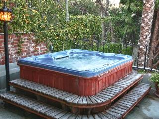 Like Home 2BR, Jacuzzi & Pool near HOLLYWOOD SITES - Los Angeles vacation rentals