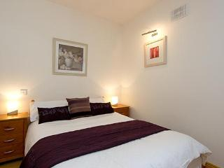 Beautifully refurbished apt for 5, 10 min to city - County Dublin vacation rentals
