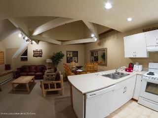 Lake Placid Lodge: Large 4 Bd townhouse by Creekside Gondola, Hot Tub, Pool - Whistler vacation rentals