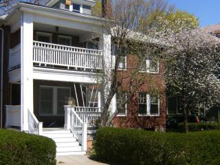 Charming 3Bd/1Ba sleeps 6,  close to Downtown - Boston vacation rentals