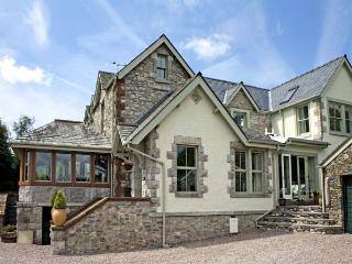BAY VIEW, romantic, luxury holiday cottage, with a garden in Ulverston , Ref 4502 - Ulverston vacation rentals