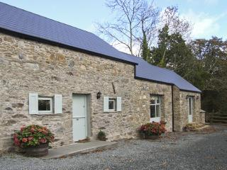 RATHSNAGADAN COTTAGE, family friendly, character holiday cottage, with a garden in Inistioge, County Kilkenny, Ref 4482 - County Kilkenny vacation rentals