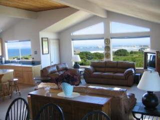 Luxury 2800 Sf Tri-Level with Sweeping Views - Bandon vacation rentals