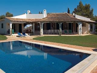 4 bdr luxury villa salted pool next Portimao - Portimão vacation rentals