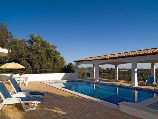3 bdr villa heated pool air cond. next to Portimao - Portimão vacation rentals