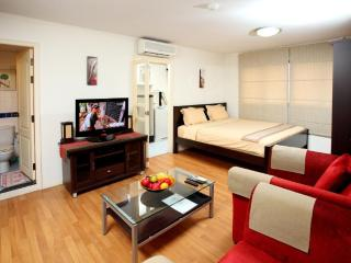 Bangkok Central Business District Studio Apt. - Bangkok vacation rentals