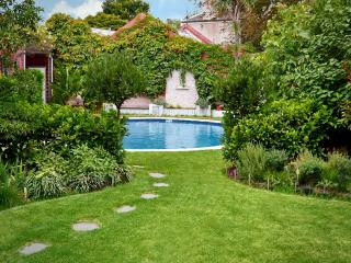 Clifton Mews beaut self contained apart with pool - Victoria vacation rentals