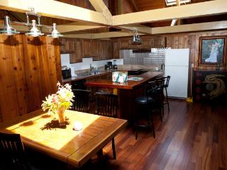 VOLCANO COUNTRY HOUSE  -  Charming Volcano Lodge - Volcano vacation rentals