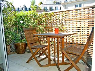 Elegant studio with balcony overlooking Pantheon - 5th Arrondissement Panthéon vacation rentals