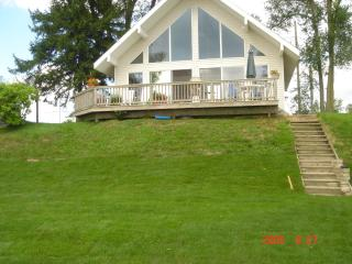 Lake Front Cottage, sleeps 12,  includes pontoon + - Stanton vacation rentals