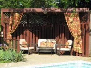Toronto outskirts, with hot tub, pool, trampoline - Milton vacation rentals