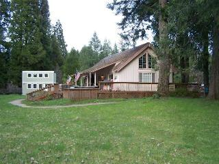 McKenzie River Ranch House - 600' of riverfront - Blue River vacation rentals