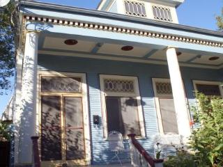 Dryades House~Uptown, 3.5 Miles to French Quarter - New Orleans vacation rentals