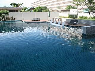 huge pool with plenty of sunbeds - lovely 2-bedroom condo in the heart of Hua hin - Hua Hin - rentals
