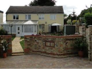 Gold Award 2 Bedroom Cottage in Village location - Saint Neots vacation rentals