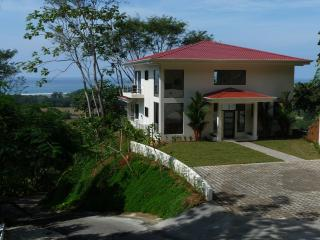 Modern Open Floor Plan Overlooking the Pacific !! - Dominical vacation rentals
