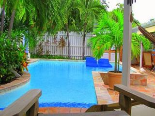 Unique Villa, living like the locals only steps away from the beach WV HON - Marigot vacation rentals