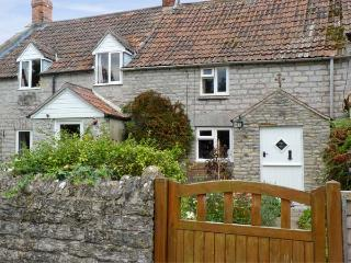 WOODFORDE COTTAGE, pet friendly, character holiday cottage, with open fire in Babcary, Ref 4513 - Castle Cary vacation rentals