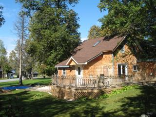 Dee's Lake House on Champlain, close to Burlington - North Ferrisburg vacation rentals