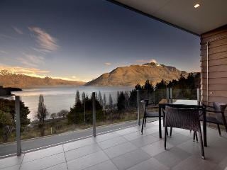 LakeRidge Condos - 3 bedroom lakeview apartments - Queenstown vacation rentals